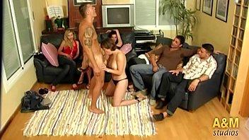 """""""Encerrados en la casa"""" el primer reality sex español. Capítulo 1  """"Joder vamos a llevarnos bien"""". 1 h 54 min"""