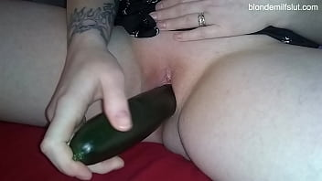 BLONDE MILF SLUT CUCUMBER FUCK