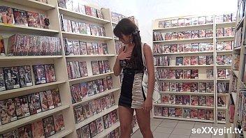Solo porno Public geiler dildofick in der videothek