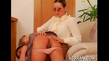 Horny gril gets love tunnel licked