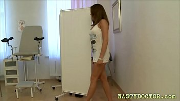 Teen schoolgirl analyzed by her gyno