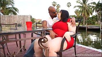 Curvy Quinn Tastes Her First Big Black Cock