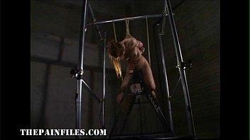 【緊縛巨乳美女三角木馬責め】緊縛された巨乳美女が電マが仕込まれた三角木馬に跨らされて何度も絶頂してしまう。
