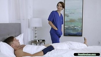 19yo nurse stepsis gives stepbro a hand Vorschaubild