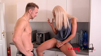 Extremely hot blonde babe Nicole Vice gets shaved pink filled in kitchen GP326