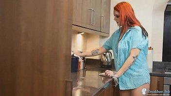 DOWNBLOUSENOW.COM - Cleaning Kitchen Downblouse