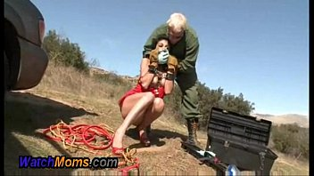 Hot Horny Brunette Gives Mechanic A Blowjob - XNXX.COM