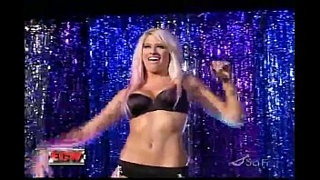 WWE Diva Kelly Kelly Strips thumbnail