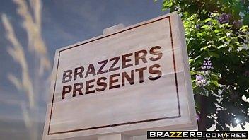 Brazzers - Milfs Like it Big - Pervert In The Park scene starring Alexis Fawx Romi Rain and Keiran L