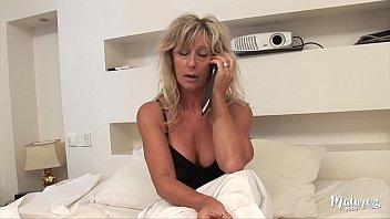 Sexy madura Marina fode seu jovem vizinho