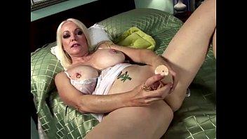 Fourty sluts - Blonde horny grandma in teasing solo