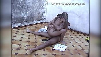Divx video porn Garoto vê a irmã fazendo sexo com o vizinho no quintal e grava vídeo