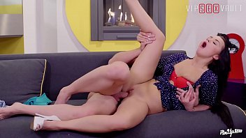 VIP SEX VAULT - Pinup Brunette Daphne Klyde Makes Love With Her Guy On A Beautiful Valentine's Day