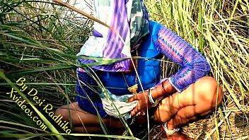 देसी भाभी की जंगल मे चुदाई हिन्दी मे अश्लील Image
