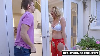 RealityKings - Milf Hunter - Janna Hicks Marcus - Neighboring Milf