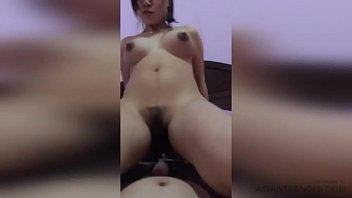 (AMATEUR) Beautiful Chinese wife happily rides a cock in her room