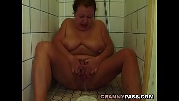 Granny pees Granny pissing