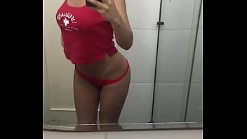 Camily Farias Mostrando o Corpo no Espelho
