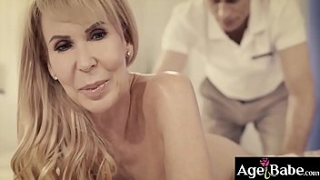 Hot masseur Michael Vegas is ready to give her extra fuck massage service to this busty GILF Erica Lauren and she totally enjoyed it.