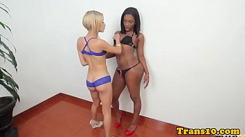 Ebony tgirl with bigbooty analfucking