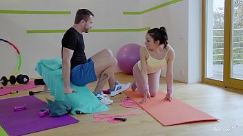 RELAXXXED - Naughty Italian babe Valentina Bianco gets pussy fucked in gym 9分钟