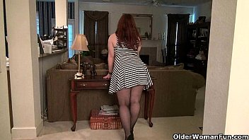Bbw women in pantyhose - American mom jewels gives her pantyhosed pussy a treat