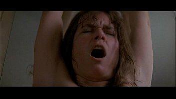 Barbara Hershey é fodida duramente pelo fantasma com tesão A Entidade