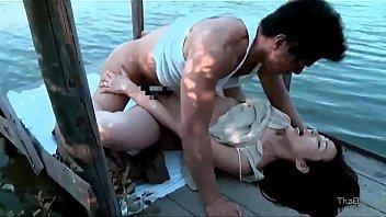 Japansk par har sex på søen