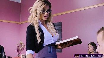 Lucky dude fucks his favorite porn star Jessa Rhodes