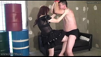 Japanese Femdom Ballbusting, Licking Feet with Crush Food 2分钟