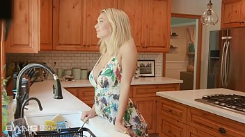 Trickery - Busty Natalia Starr Tricks Neighbor Into Sex 7分钟