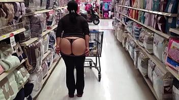 Nalgona ense&ntilde_a culo en supermercado 2