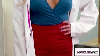 На осмотре у врача лесбиянки смотреть онлайн