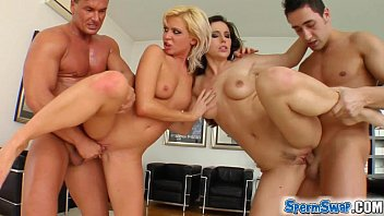 Sperm Swap Blonde and brunette have fun with two guys porno izle