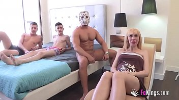Pregnant Russian cleaning lady licks clean Jordi and his friend'_s cocks