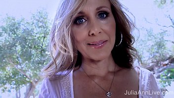 Amazing big tits milf - Superstar milf julia ann shows off her amazing body
