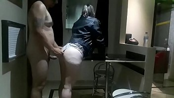 Girl came to my room to ask to go out with my son, I left the naked bath, the fuck was hard and the girl filled her mouth