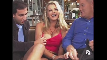 Increíble Vicky Vette Fucks 4 Guys Plus One Old guy!