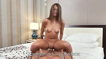 PASSION-HD Full Service Maid Polishes Off Big Dick 10分钟