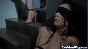 Petite lesbo scissored during threesome