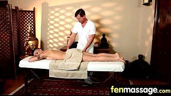 La coppia di massaggi ottiene entrambi un lieto fine 22