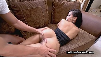 Bootylicious Latina pleasing thick cock orally