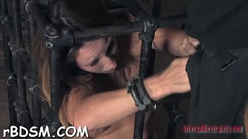 Amoral torturing of babe's cunt