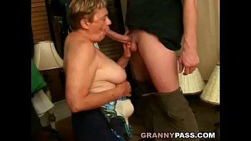 Chubby Granny Sucks Young Cock Vorschaubild