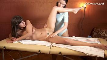 Marusya Mechta got her virgin pussy massaged 5分钟