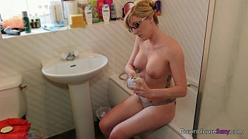 Aveeno facial moisturizers - Jodie ellen - get moisturized - 1min preview horny blonde rubs oil into her bigt