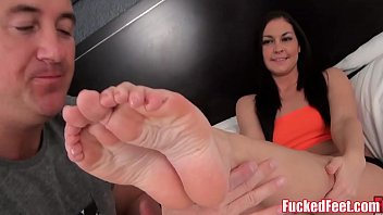 Zuni fetish mouse - Brittany shae gives soft feet footjob