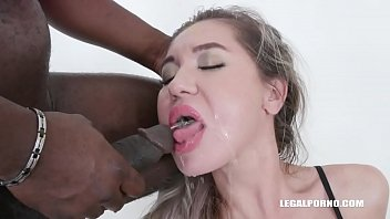 Nikki Dikki wants to play wet game IV380