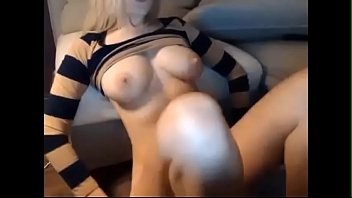 Sexy American Mom Play With Her Wet Pussy