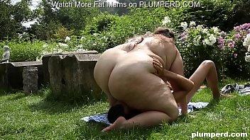 Obese slut facesits her anus on skinny creeper's face
